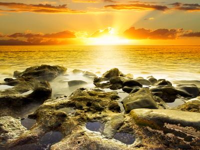 seashore horizon