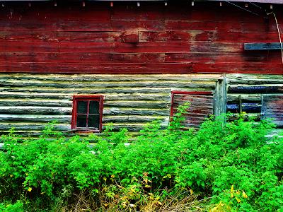 old barn wallpaper