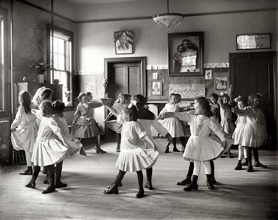 Tiny dancers 1919
